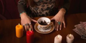 Как узнать будущее с помощью гадания на чае и чаинках